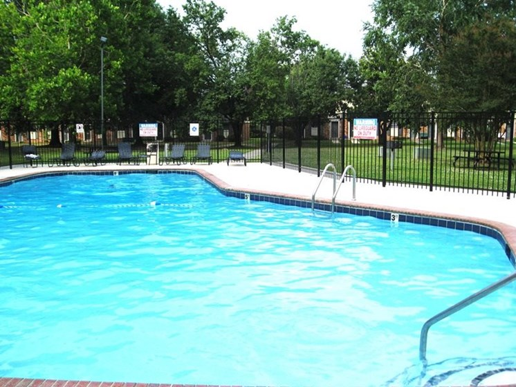 Apartments in New Bern, NC pool