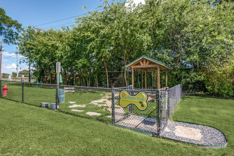 Pet Park at Hawthorne Riverside, Texas