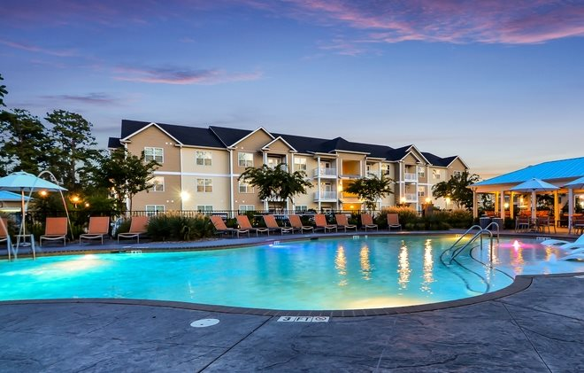 Swimming Pool at Belle Meade Apartment Homes