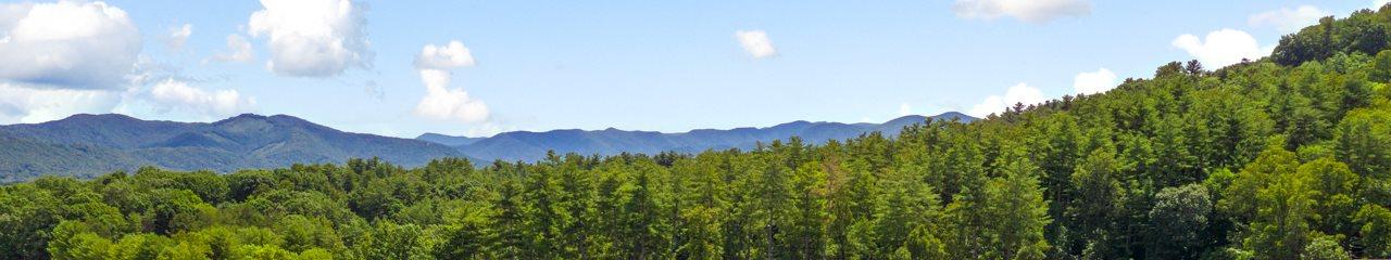 Surrounding mountains at Hawthorne at the Peak