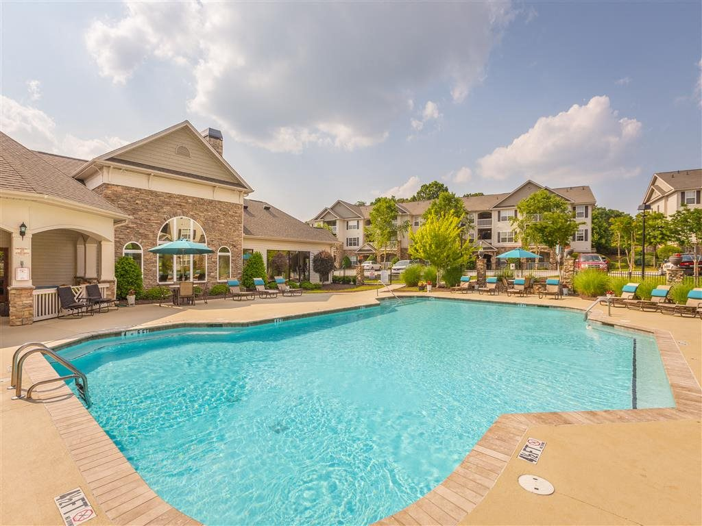 Make a splash this summer at Hawthorne at the Meadows