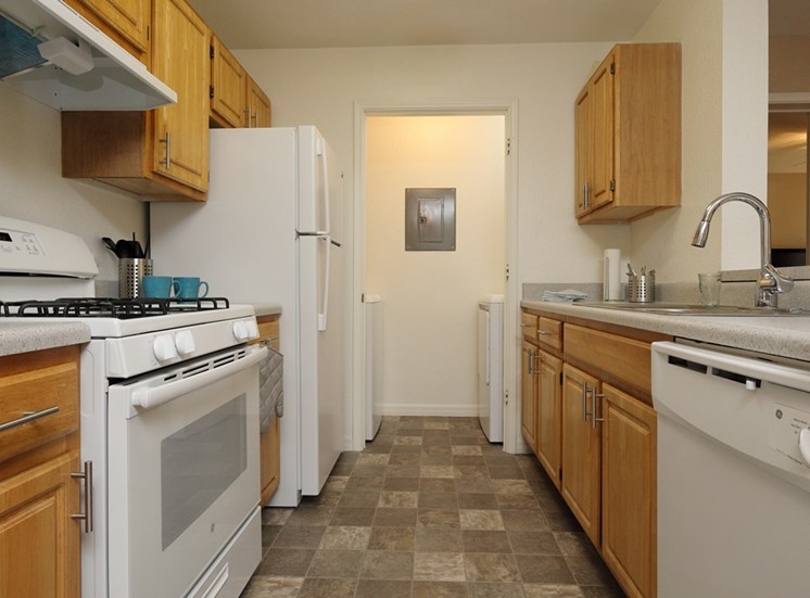 Cambridge Cove Apartments for rent in Lakeland, FL. Make this community your new home or visit other Concord Rents communities at ConcordRents.com. Kitchen