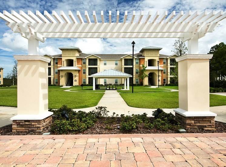 Fountains at San Remo Court Apartments for rent in Kissimmee, FL. Make this community your new home or visit other Concord Rents communities at ConcordRents.com. Courtyard
