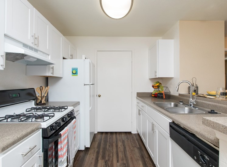 Sunrise Pointe Apartments for rent in Port Orange, FL. Make this community your new home or visit other Concord Rents communities at ConcordRents.com. Kitchen