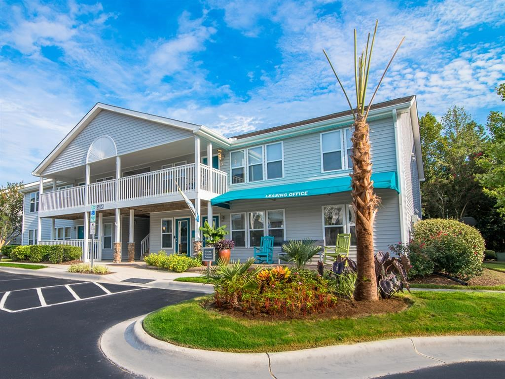 External Apartment View at Hawthorne Centre North, Wilmington, NC 28405