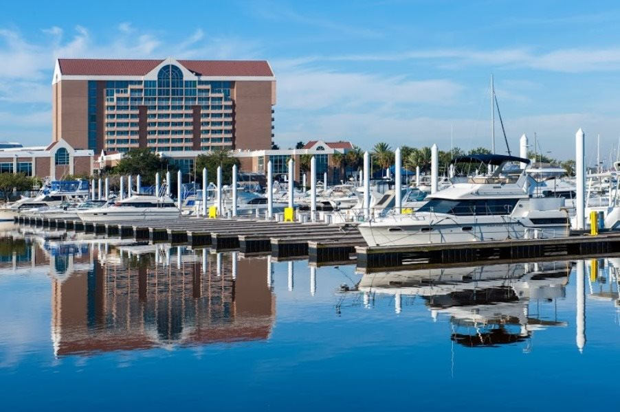 Hawthorne at South Shore in League City, TX offer breathtaking views of the South Shore Harbor Marina!
