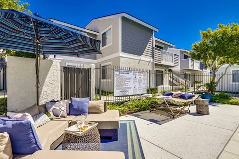 Newport Seacrest Apartments Lifestyle - Outdoor Lounge Area