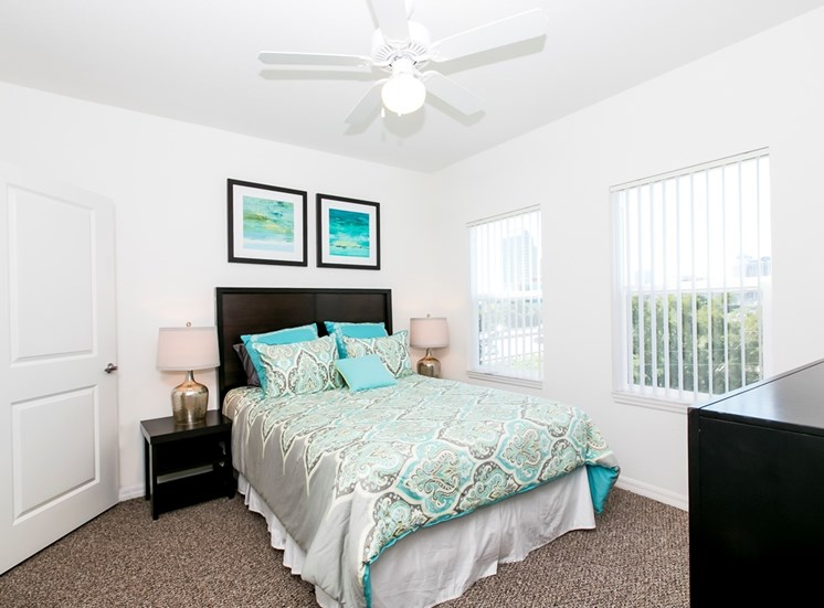 Lexington Court Apartments for rent in Downtown Orlando, FL. Make this community your new home or visit other Concord Rents communities at ConcordRents.com. Bedroom