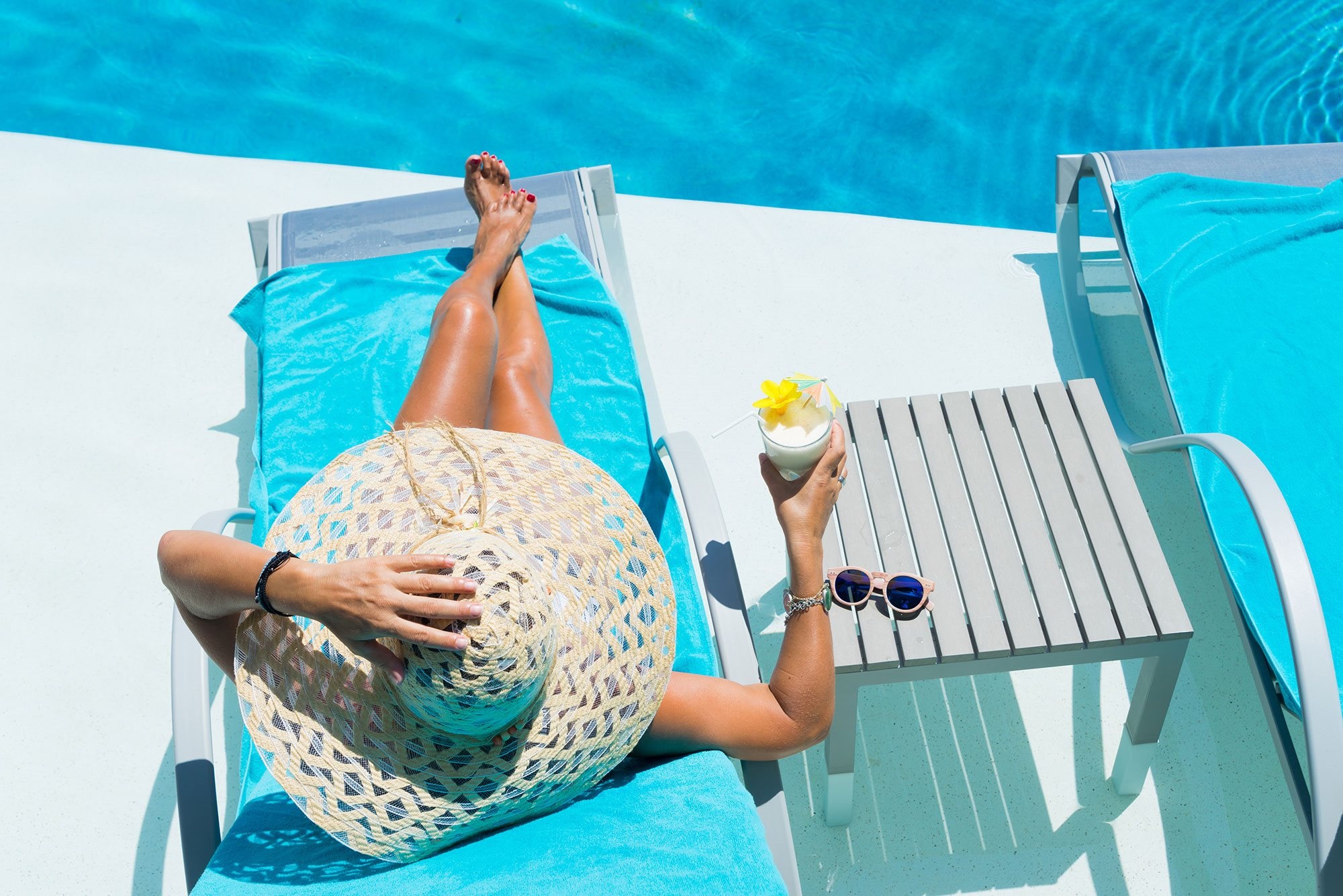 Take a dip in the saltwater pool with aqua ledge