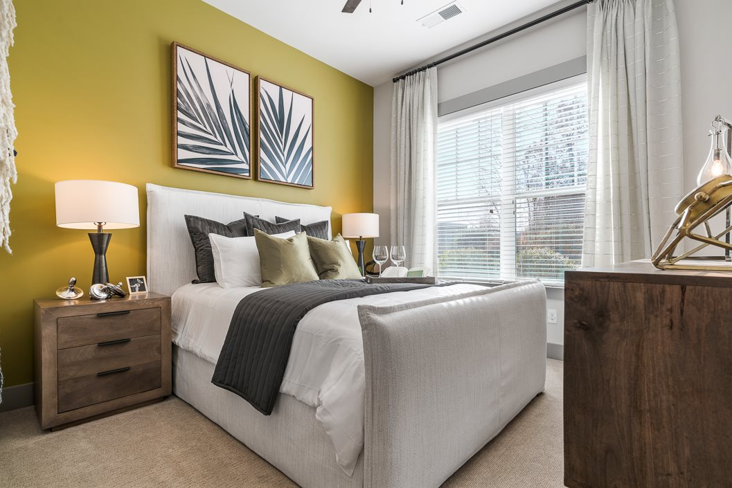 Beautifully decorated bedroom Hawthorne at Friendly apartments