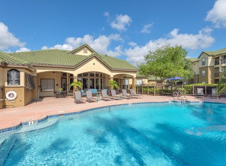 Park Del Mar Apartments resort-style pool
