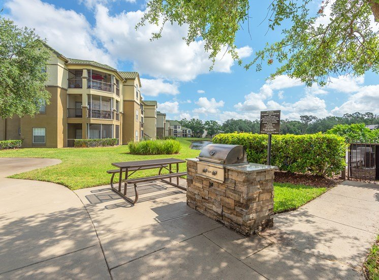 Park Del Mar Apartments grilling areas with picnic tables