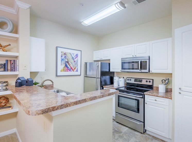 Belle Harbour Apartments - Stainless steel appliances