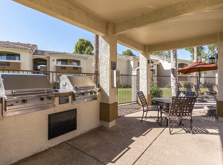Arrowhead Landing Apartments outdoor grilling station