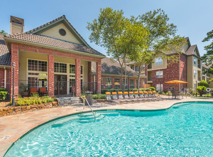 Wildwood Forest - Outdoor swimming pool with sun deck