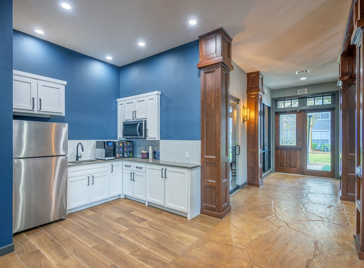 Lodge at Cypresswood Apartments - Gourmet coffee bar