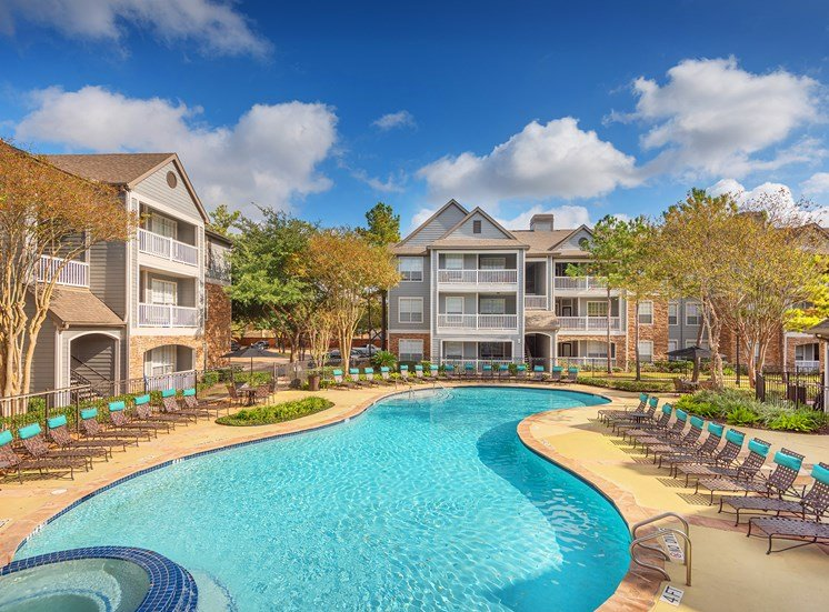 Lodge at Cypresswood Apartments - Resort-style pool