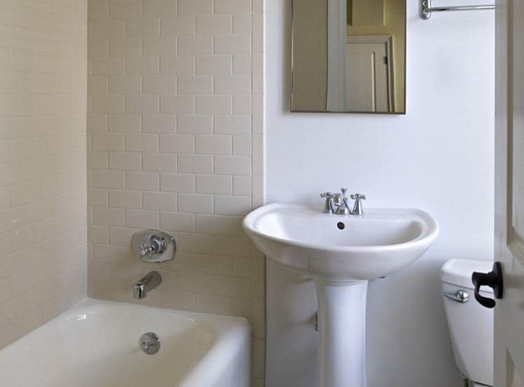 222 Rittenhouse - Bathrooms with original tiling in select units