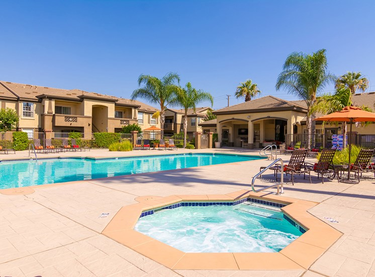 Barton Vineyard Apartments resort-style pool and spa