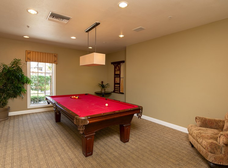Barton Vineyard Apartments billiards room