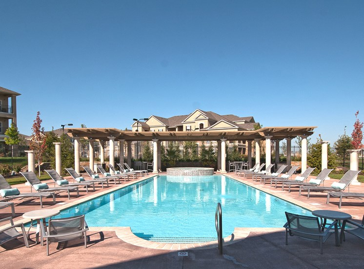 The Fairways at Corbin Park resort-style saltwater pool with spa