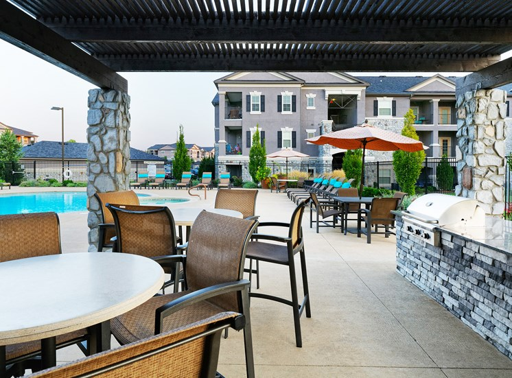 Corbin Greens Apartments - Grilling station with seating