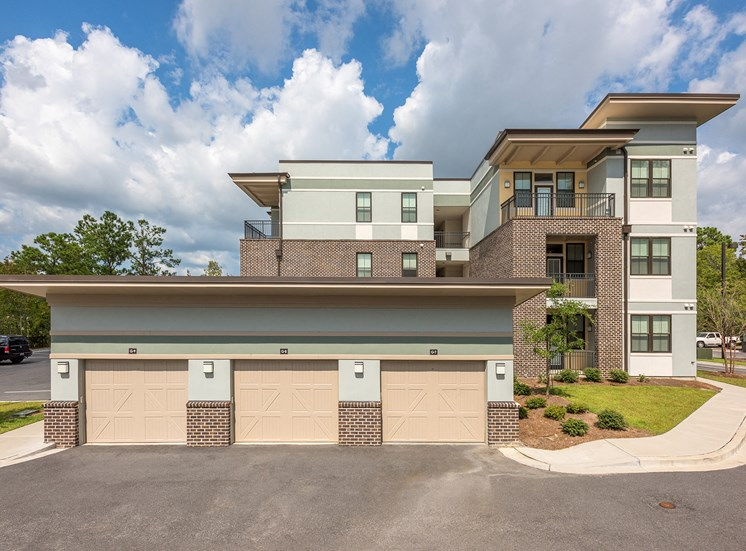 Centre Pointe Apartments garage and storage units available