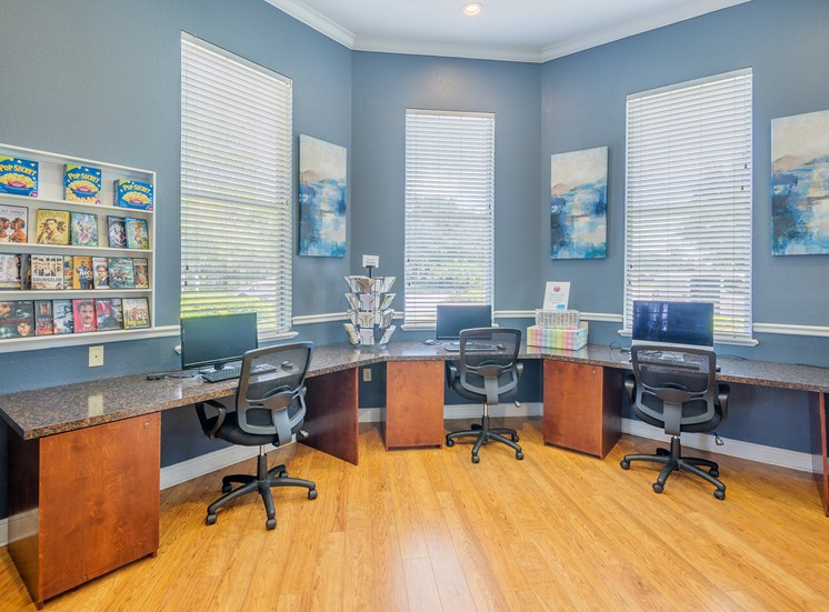 Asprey at Lake Brandon Apartments business center with high-speed internet