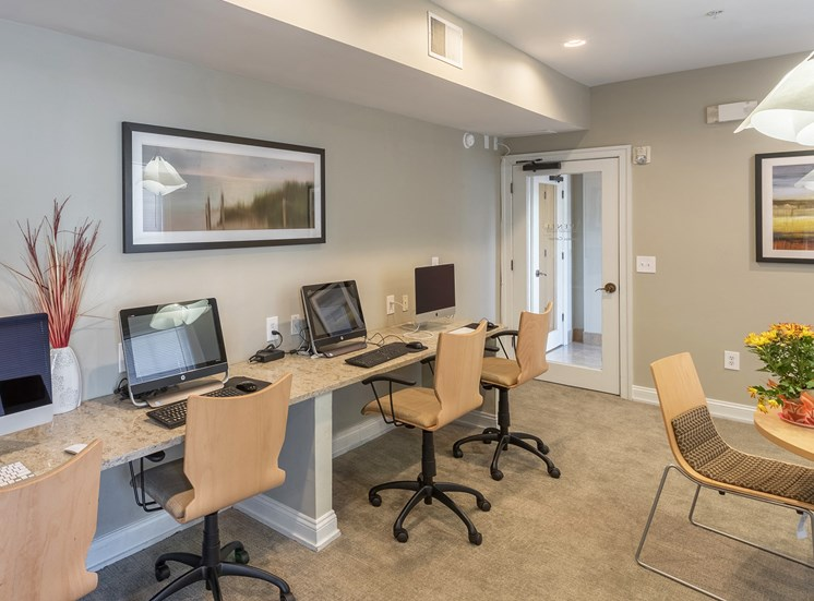Avenel at Montgomery Square - Business center and conference room