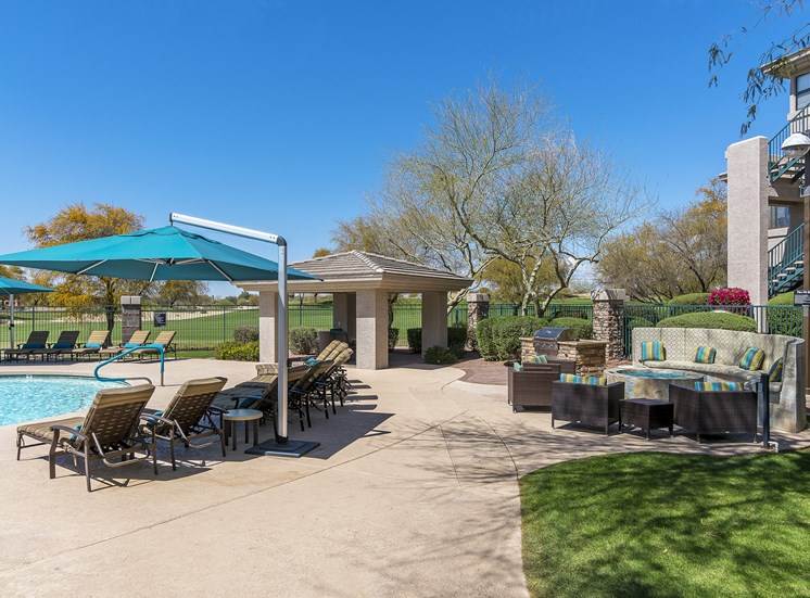 The Paragon at Kierland Apartments poolside ramada and grilling area