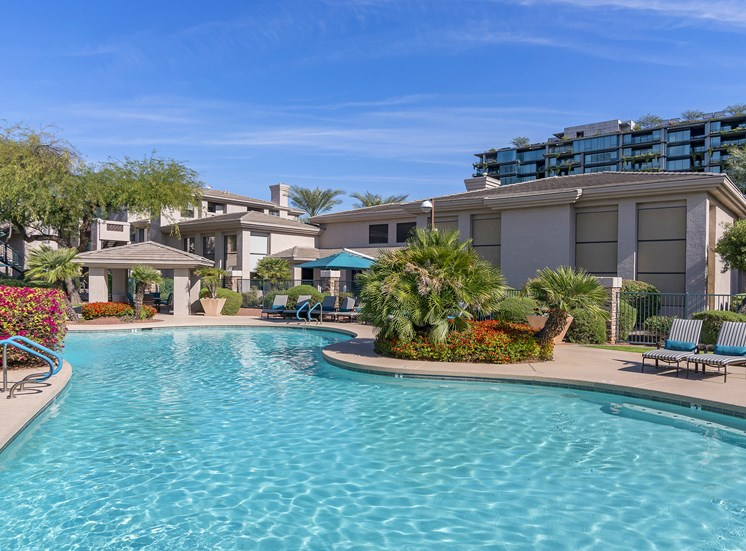 The Paragon at Kierland Apartments lagoon-style pool