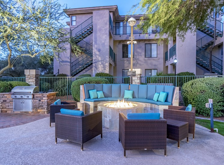 The Paragon at Kierland Apartments outdoor lounge area