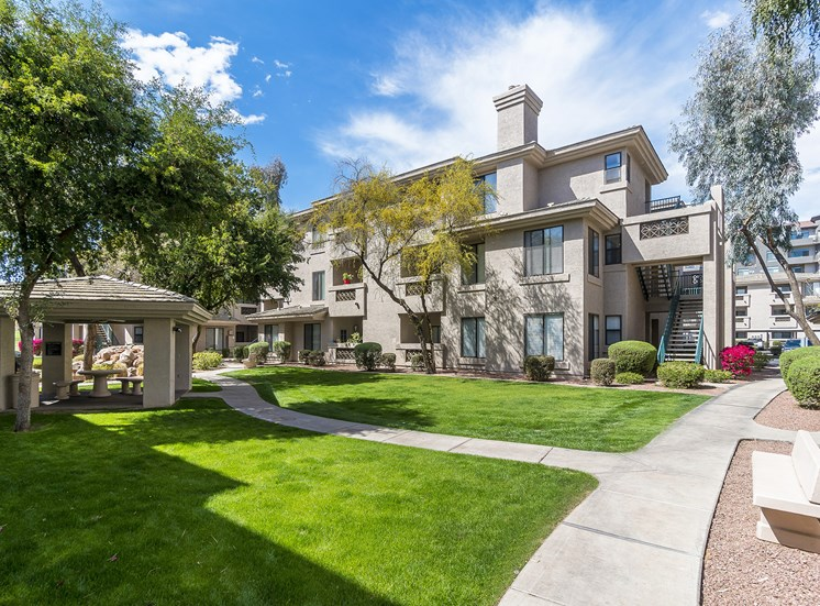 The Paragon at Kierland Apartments landscaping