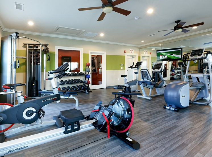 24/7 fitness center with state-of-the-art equipment