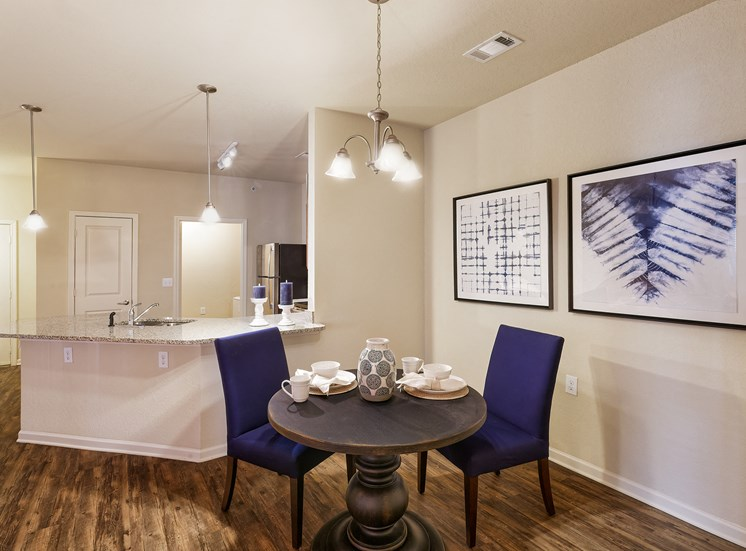 Glenbrook Apartments - Interior - Dining area