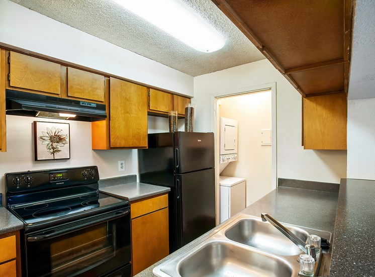 Oakwell Farms Apartments - Kitchen interior