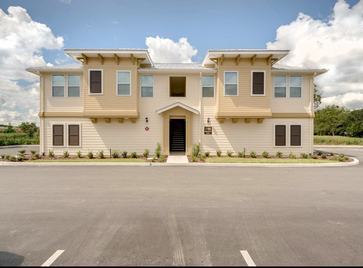 Vineland Landings Apartments in Kissimmee, FL. Make this community your new home or visit other Concord Rents communities at ConcordRents.com. Carriage