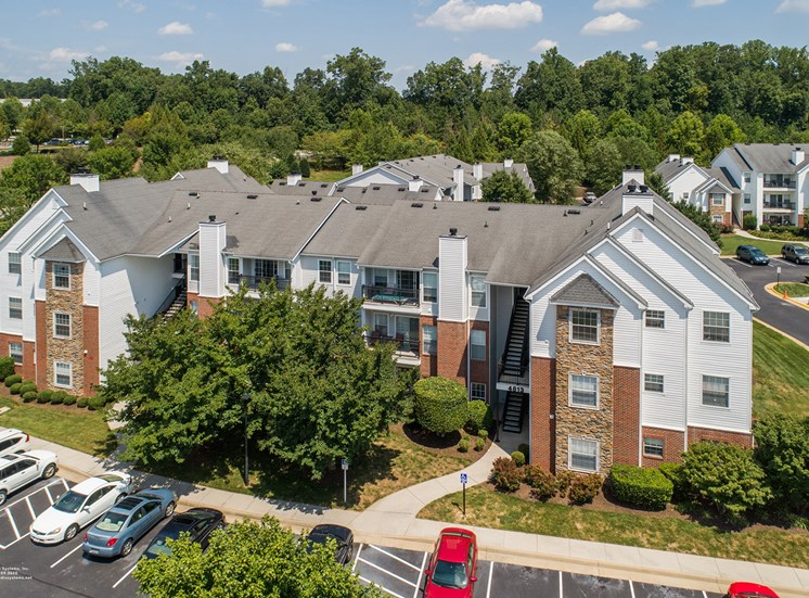 Swift Creek Commons Apartments - Exterior with parking
